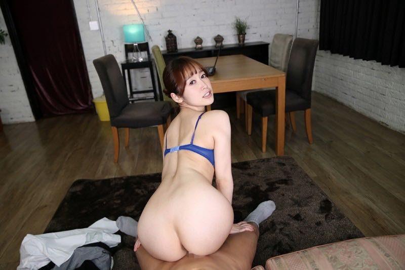 篠田ゆう(しのだゆう)の尻コキをVR動画で体験!