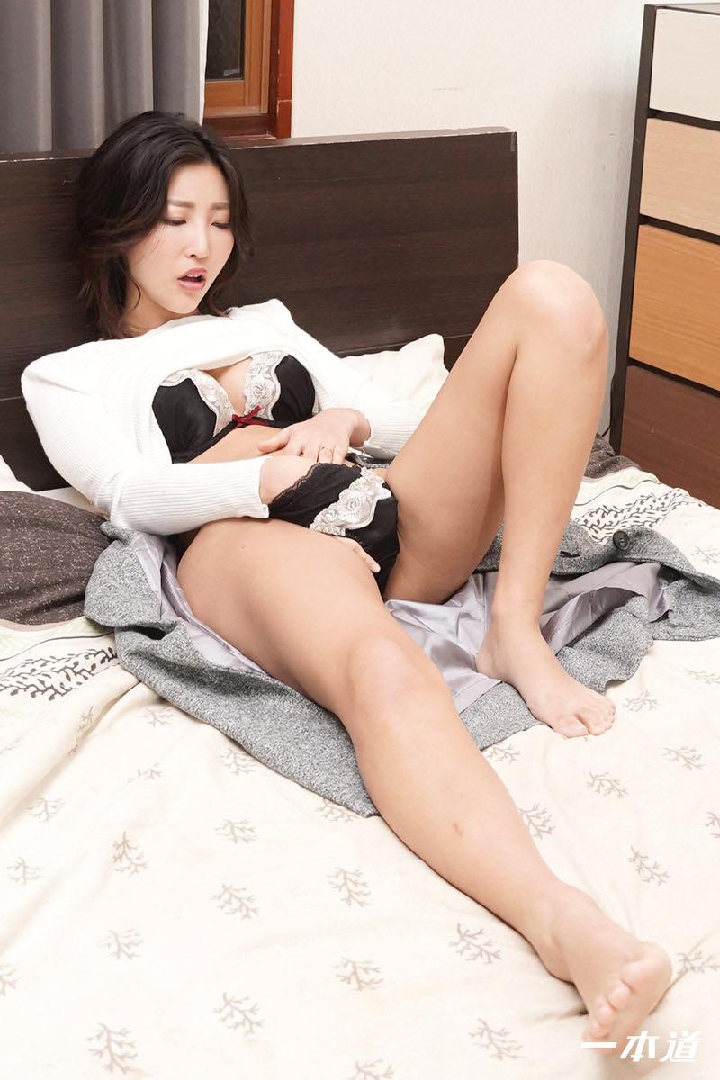 百多えみりの無修正動画 まんチラの誘惑 〜同級生ママはボン、キュッ、ボン!